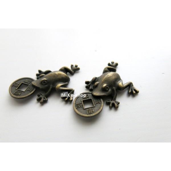 Žabka s mincí pro štěstí