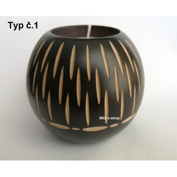 Dřevěný vyřezávaný svícen 7 cm