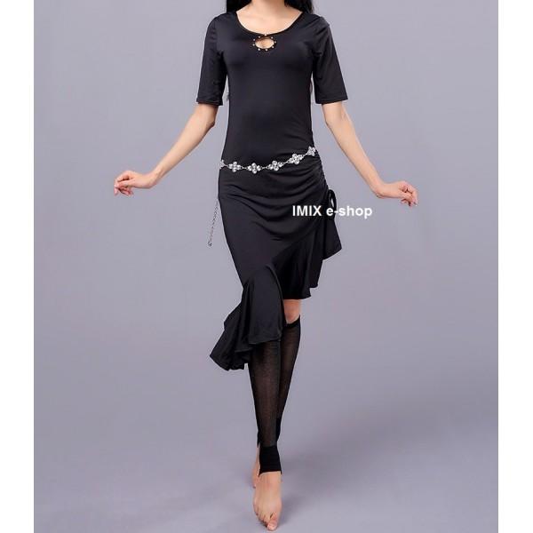 Taneční šaty se stahovací sukýnkou a kraťáskami Zara