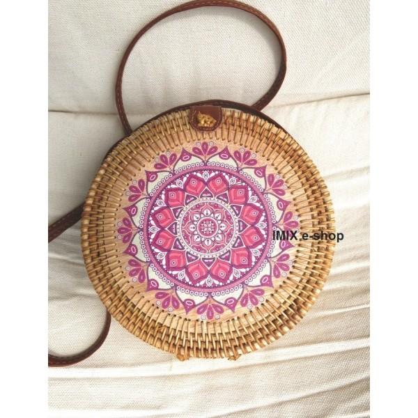 Kruhová ratanová kabelka malovaná Mandala růžová