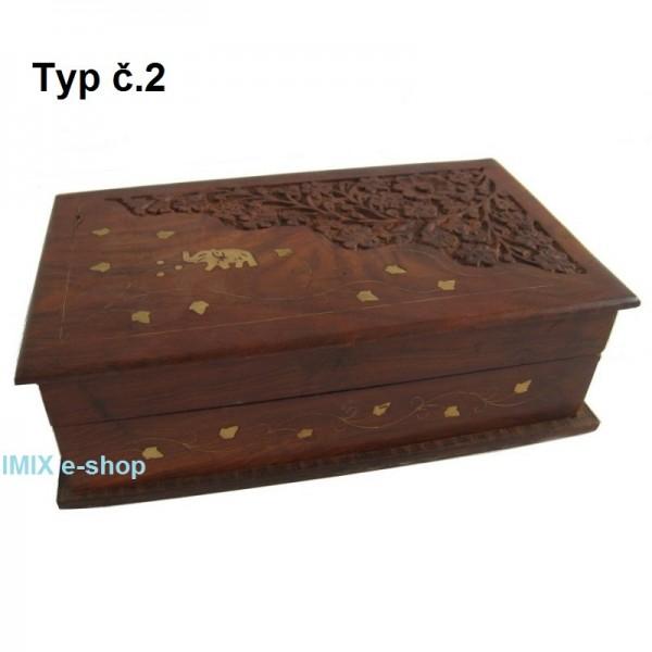 Dřevěná vyřezávaná šperkovnice, truhlička velká
