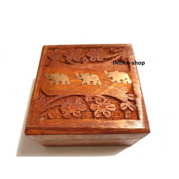 Dřevěná vyřezávaná šperkovnice z tropického dřeva